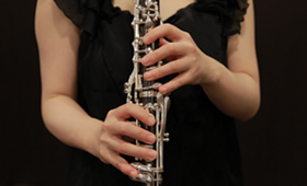 How to hold a clarinet From the front