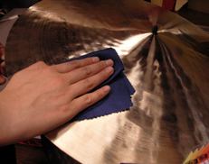 For comparatively new cymbals, wipe with a soft dry cloth.