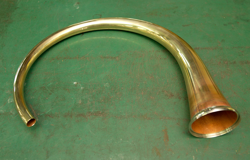 A beautifully curved bell stem. This piece alone looks playable.