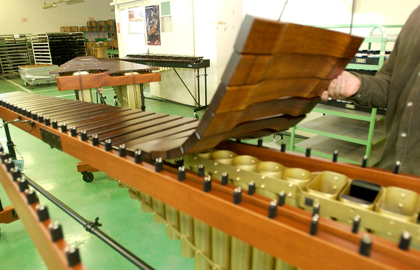 The front and back rows of tone plates each form a chain, which can be easily removed
