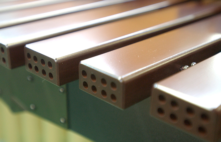 These tone plates made from FRP have holes running through them that are modeled on the xylem vessels of a tree