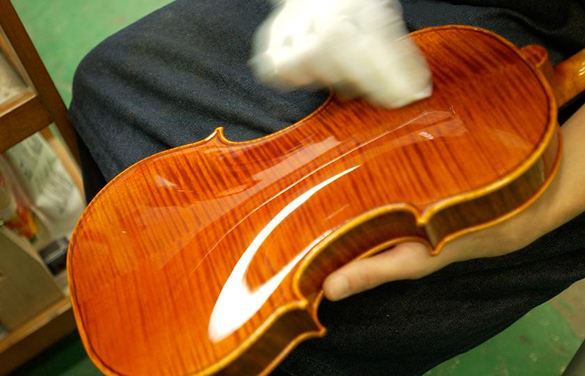 Polishing between applications of varnish