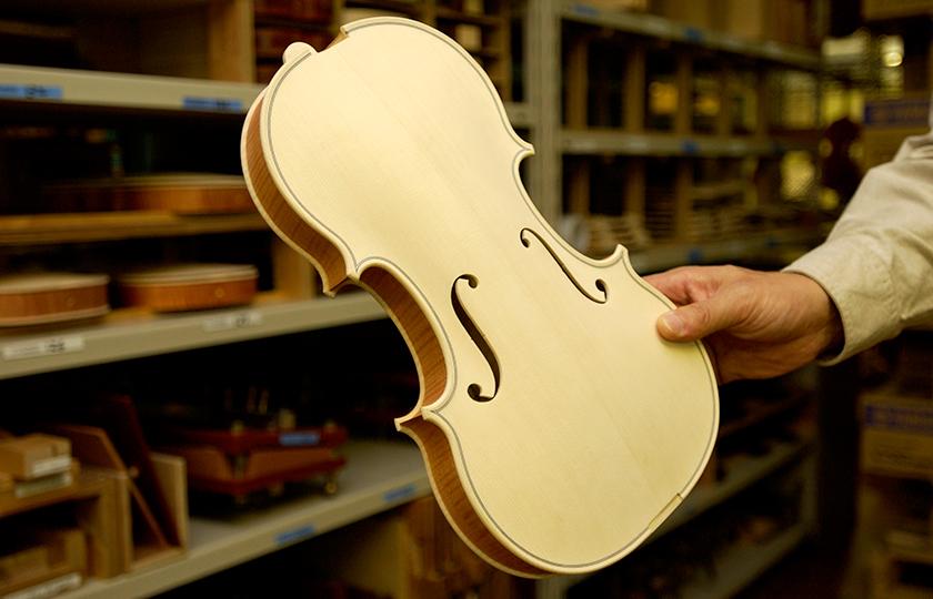 塗装をする前のバイオリン