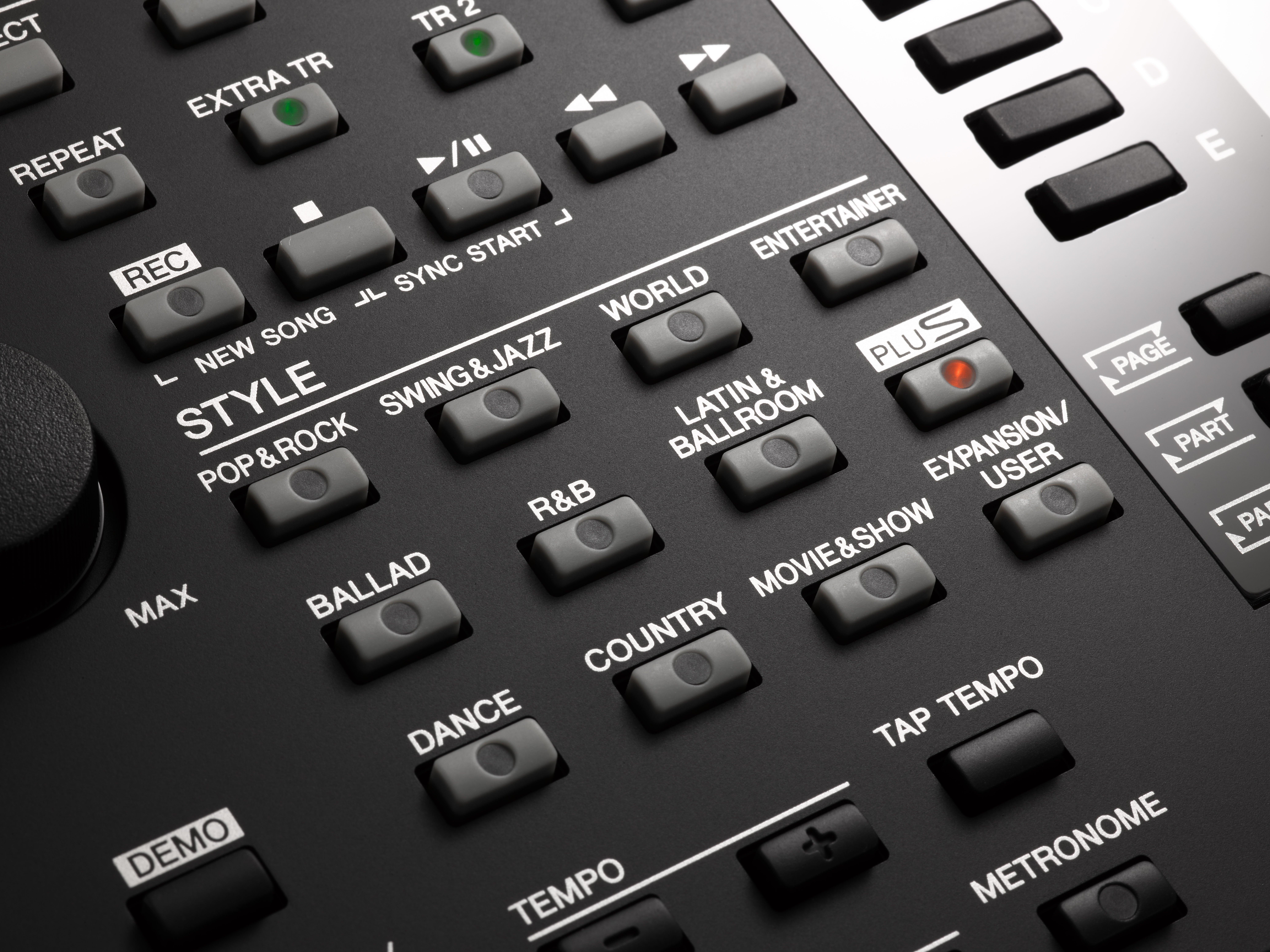 PSR S775 Professional 10,000 Styles and Midis USB plug and play